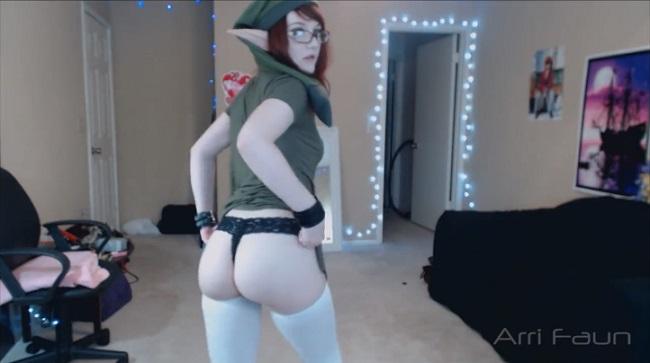 Arri Faun disguised as a female Link (Zelda)