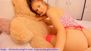 Yourmidnightcoffee: Sexy blonde in lingerie on webcam