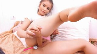 Anal and vaginal stimulation live on cam