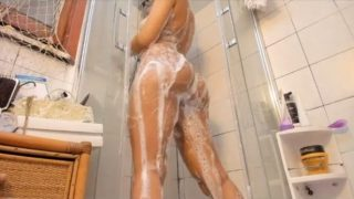 Big ass taking shower on webcam