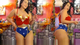 Camgirl Kloe Wonder Woman Cosplay