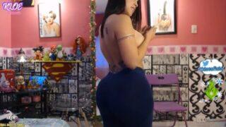 Colombian Camgirl In Lenggins On Webcam